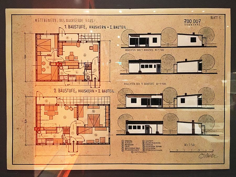 Baupläne mit Inneneinrichtung und Zeichnungen der Außenansichten.