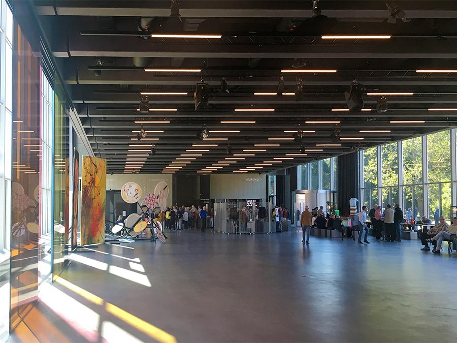Schnieke, schnieke! Blick in die Eingangshalle des Museums.