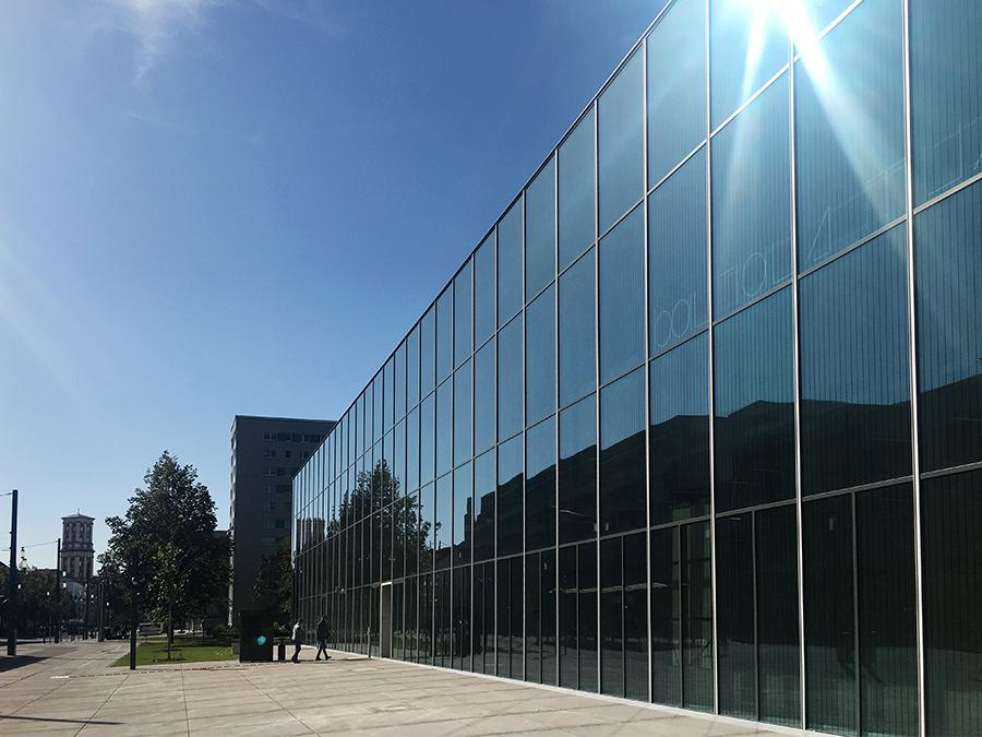 Alles blitzt und blinkt: Das frisch eröffnete Bauhaus-Museum in Dessau.
