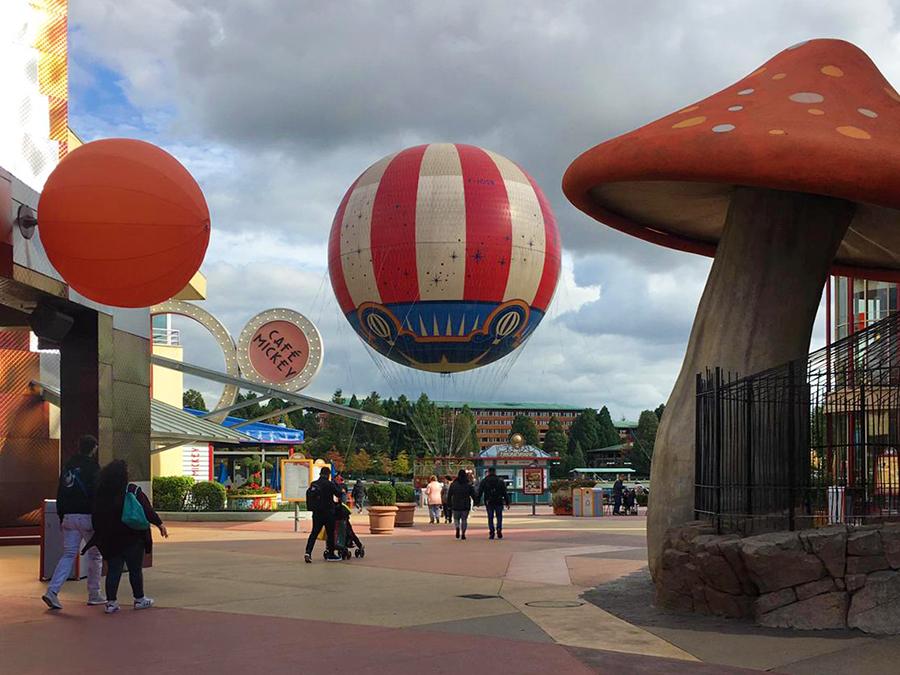 Ein Besuch im Cafe Mickey oder im Rainforest Cafe oder eine Fahrt mit einem Heißluftballon gefällig?