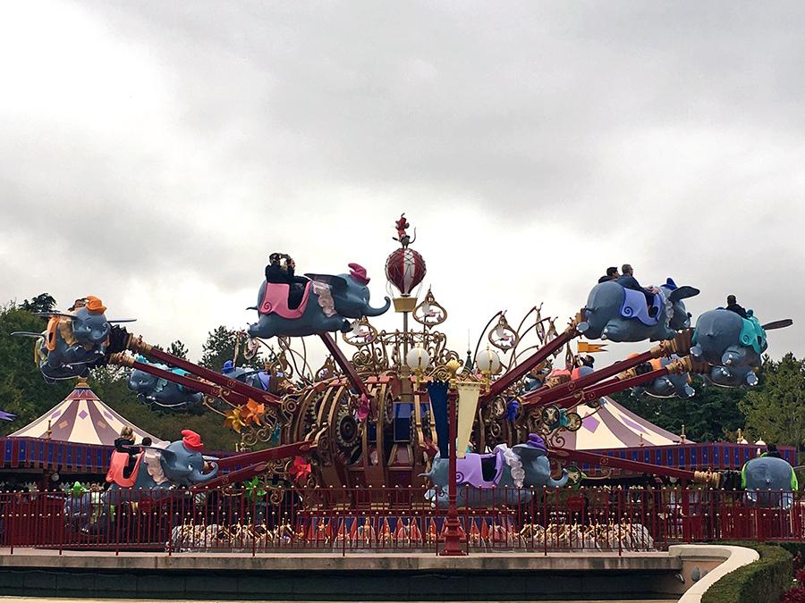 ... weiter zum immer beliebten Klassiker Dumbo, dem fliegenden Elefant, ...