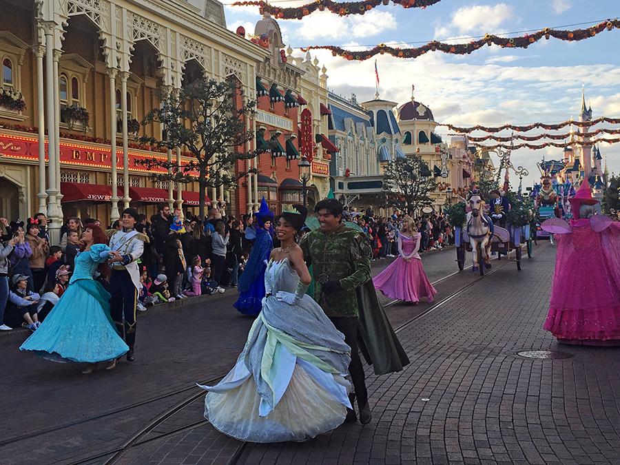 Romantik pur beim Auftritt der tanzenden Prinzessinnen und Prinzen samt den drei Feen aus Dornröschen...