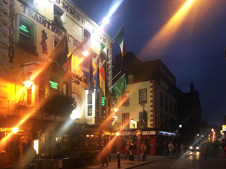 Ein gemütlicher Pub neben dem anderen: Hier stehen wir vor 'Oliver St John's Gogarty'...