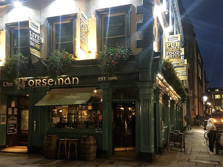 ... dieser Pub trägt den Namen 'The horseman'...