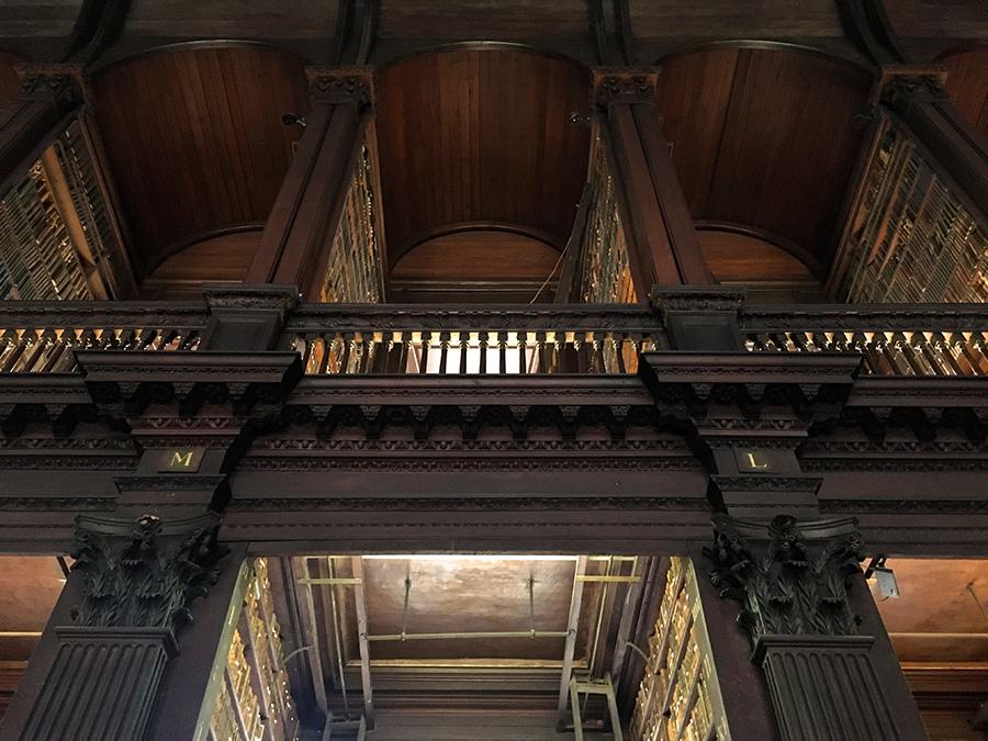 Blick nach oben zur zweiten Etage (die man nicht betreten kann als einfacher Besucher).