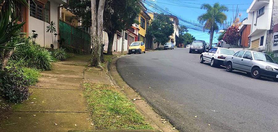 Die Straße meines Schulwegs in einem Wohnviertel in San José, der Hauptstadt...