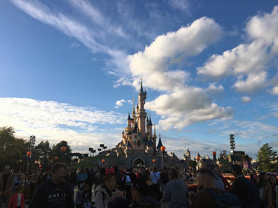 Das Ziel unserer - und so vieler anderer Menschen - Träume: Disneyland Paris.