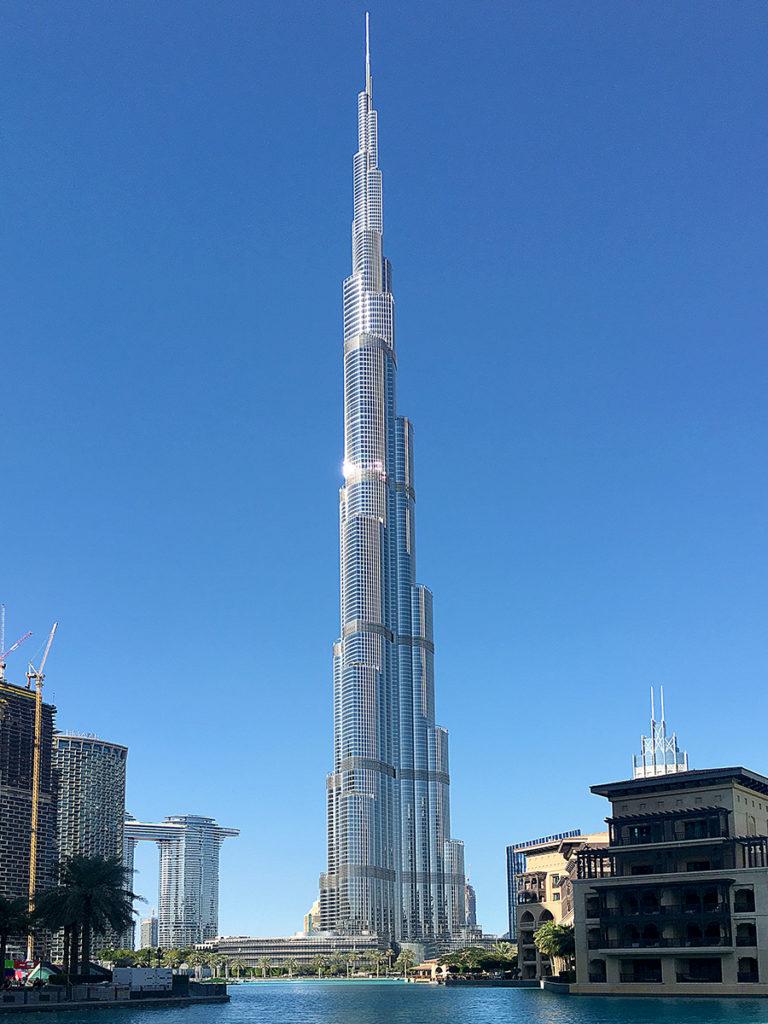 Unglaublich beeindruckend und gar nicht so einfach, komplett auf ein Foto zu bekommen: das Burj Khalifa!