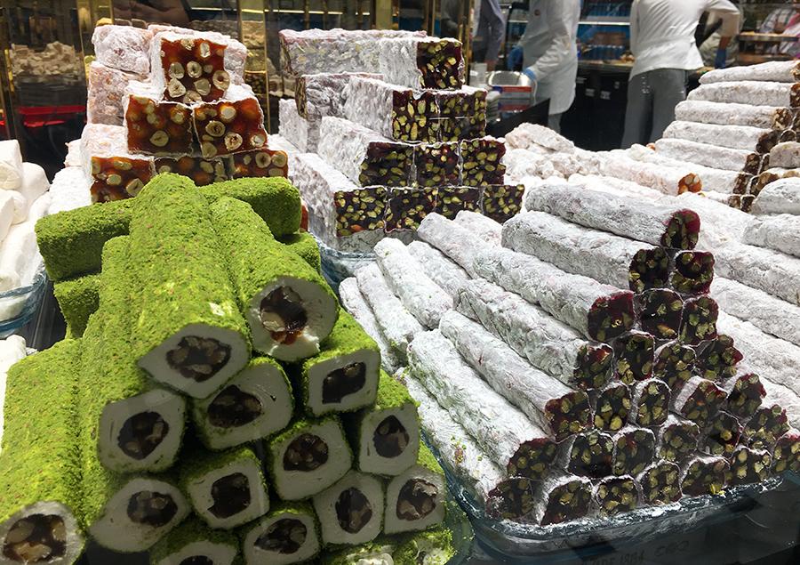 Türkischer Honig, Halva, Kuchen und Törtchen jeder Art... für jeden Geschmack etwas dabei!