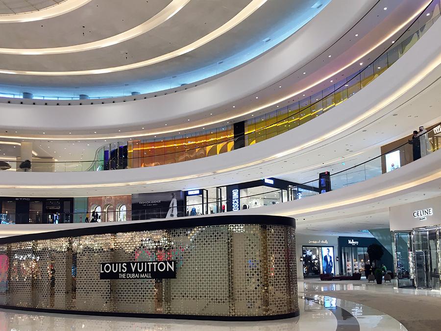 In der 'Dubai Mall', der größten Mall der Welt! Hier kann man nicht nur shoppen...