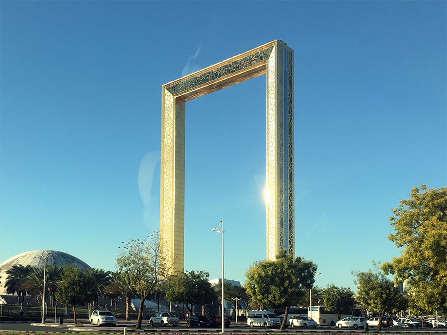 'The Frame', ein begehbarer, überdimensionierter Bilderrahmen mitten in Dubai - mit Glasboden!