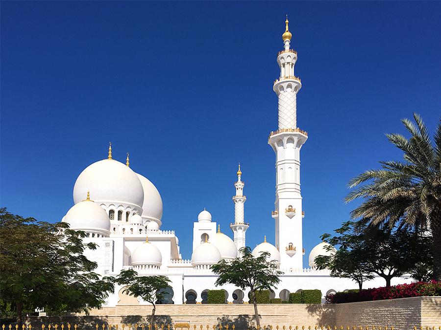 Aus jedem Blickwinkel einfach atemberaubend: die Große Moschee von Abu Dhabi.