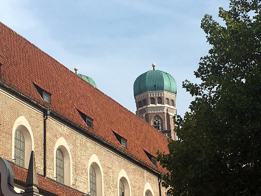 Die Münchner Frauenkirche ist übrigens auch von innen sehr schön, da haben wir aber keine Fotos gemacht.