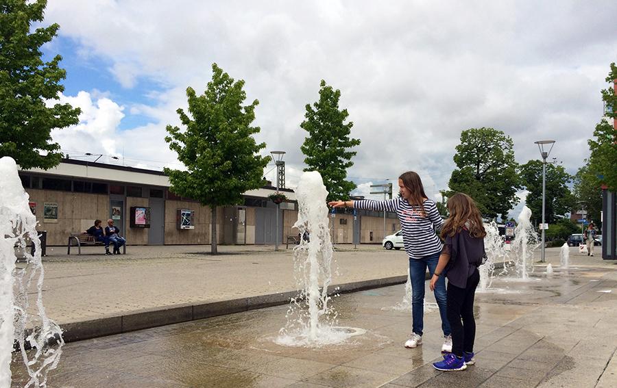 Begehbare Springbrunnen in Bad Krozingen: Hier müssen wir natürlich anhalten.