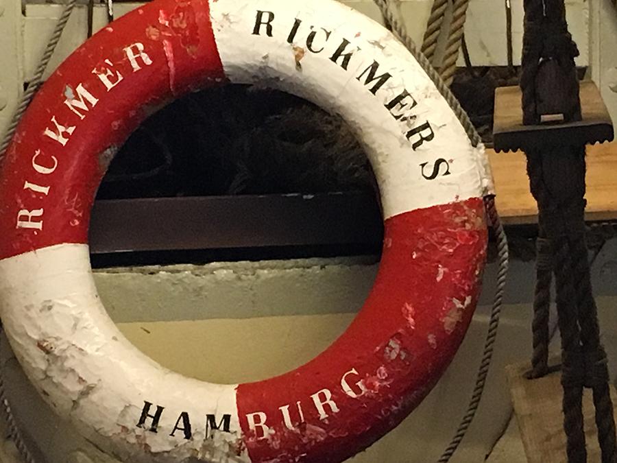 Auch damals gab es natürlich schon Rettungsringe an Bord.
