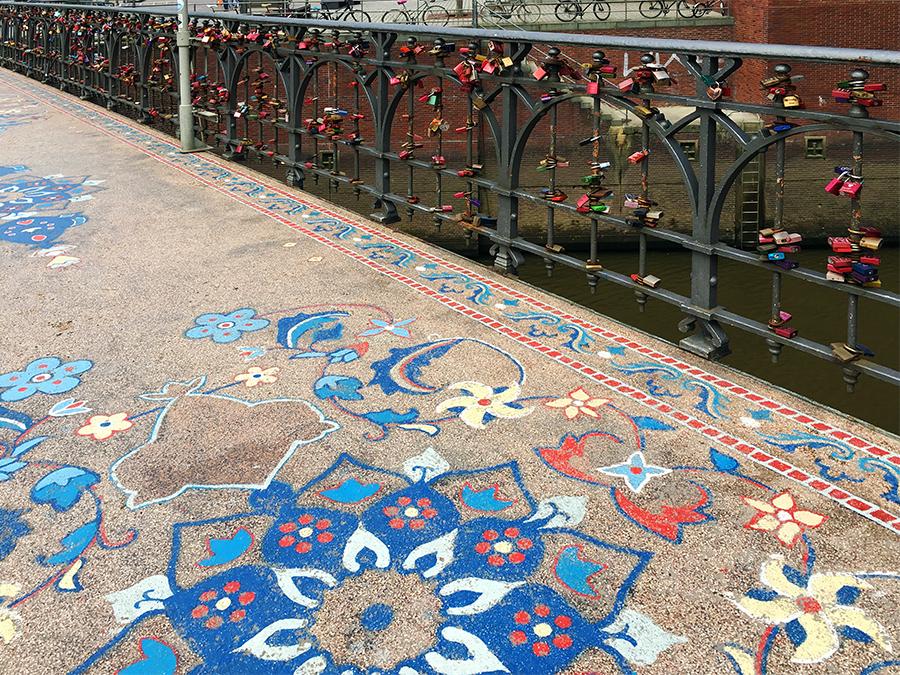 Unerwartet und sehenswert: Das wunderbare, historische Mosaik auf dem Boden der Wilhelminenbrücke.