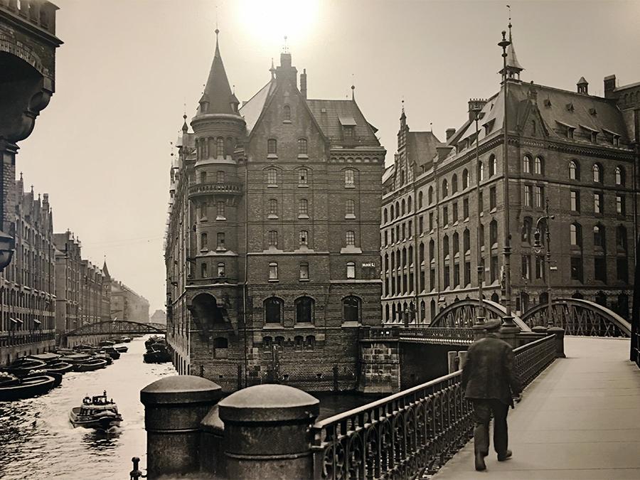die vielen originalen, alten Aufnahmen der Speicherstadt, die hier ausgestellt sind.