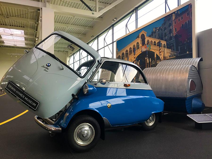 """Noch so ein berühmtes Kultobjekt dieser Zeit: Eine Isetta von BMW, """"Knutschkugel"""" genannt."""