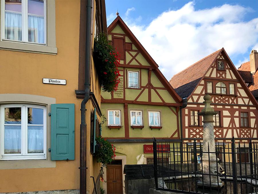 Und hier haben wir eine der Hauptattraktionen von Rothenburg ob der Tauber eigentlich schon erreicht: Das Plönlein...