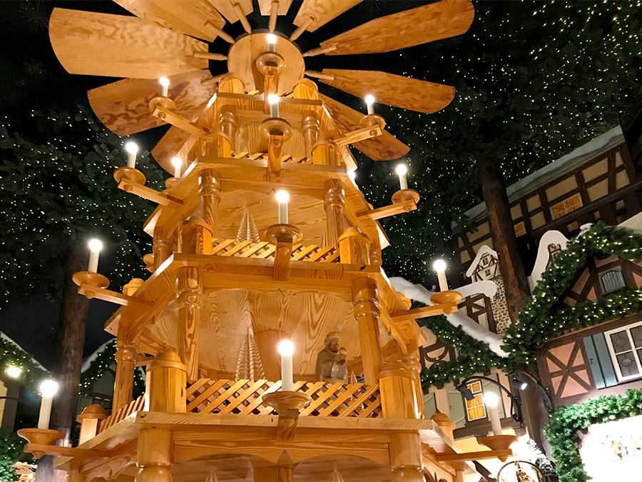 Eine Weihnachtspyramide darf natürlich auch nicht fehlen - aber diese ist die größte, die ich je gesehen habe.