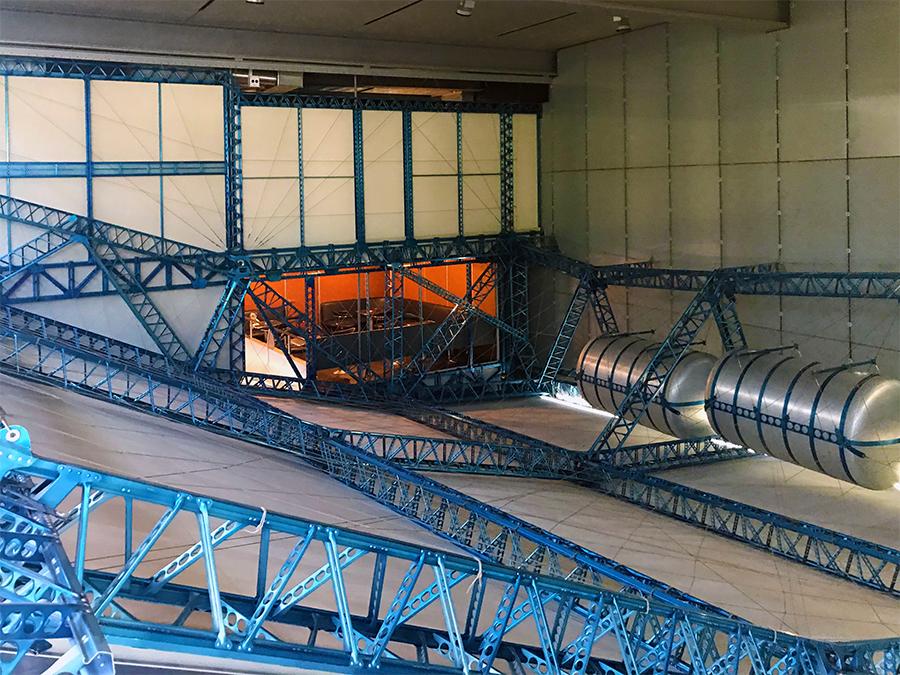 Wie riesig muss dieses Luftschiff gewesen sein? Das hier ist ja nur ein winziger, nachgebauter Teil der Hülle...