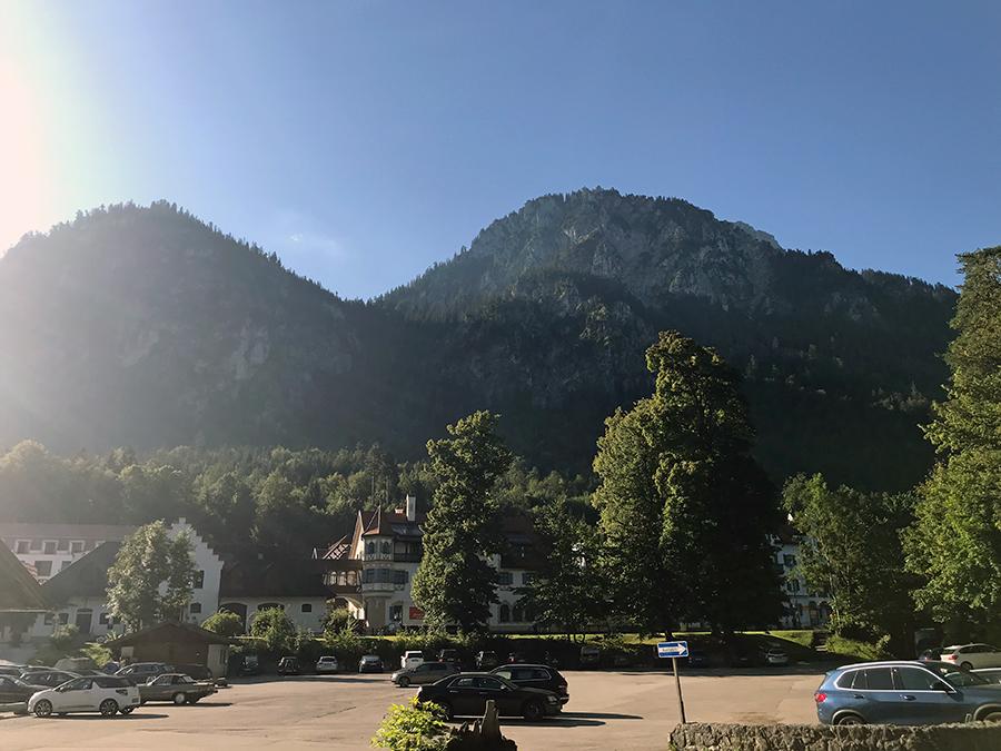 Parkplatz P4 in Hohenschwangau an einem Samstagmorgen in den bayrischen Sommerferien. Wir haben Glück, im hinteren Teil ist noch Platz!