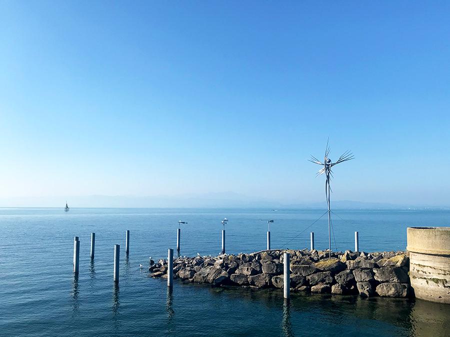Die ein oder andere Kunstinstallation kann man auch am Ufer des Bodensees bestaunen.