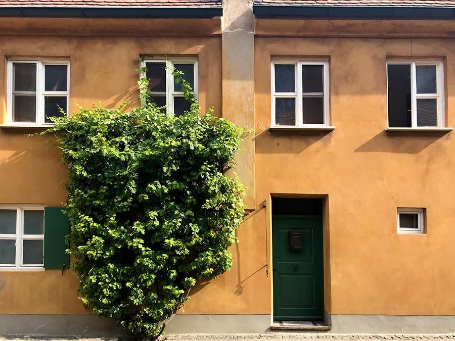 Seit über 500 Jahren wohnen hier Menschen, übrigens für knapp einen Euro Miete - pro Jahr!