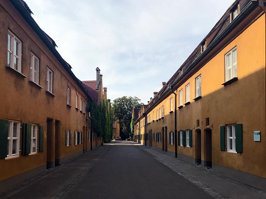 Die Fuggerei in Augsburg, die älteste Sozialsiedlung der Welt.