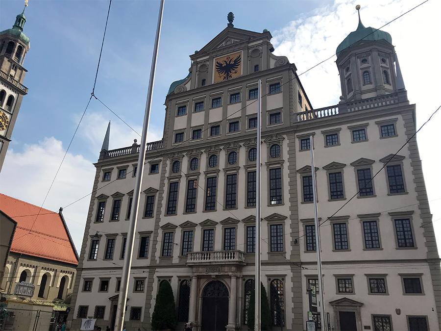 ...und hier noch einmal das Rathaus von Augsburg von vorne, vom Marktplatz aus.