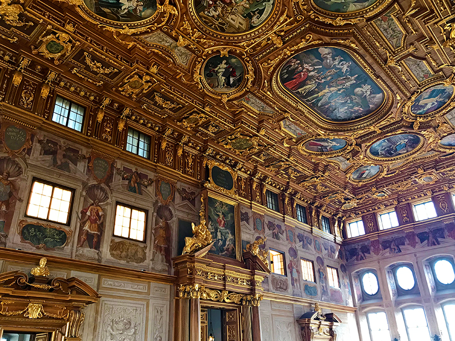 Im berühmten Goldenen Saal von Augsburg.