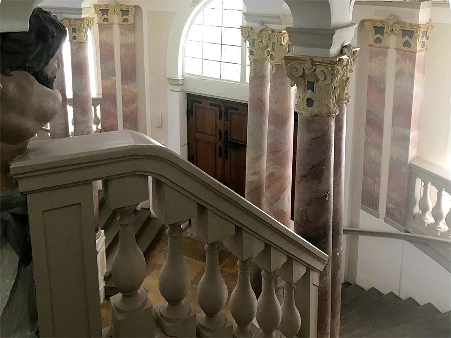 ...und auch die extra Säulen, die nur auf die Wände gemalt sind?