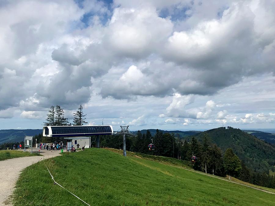 Nach unserem Spaziergang geht es zurück zur Bergstation des Hündle.