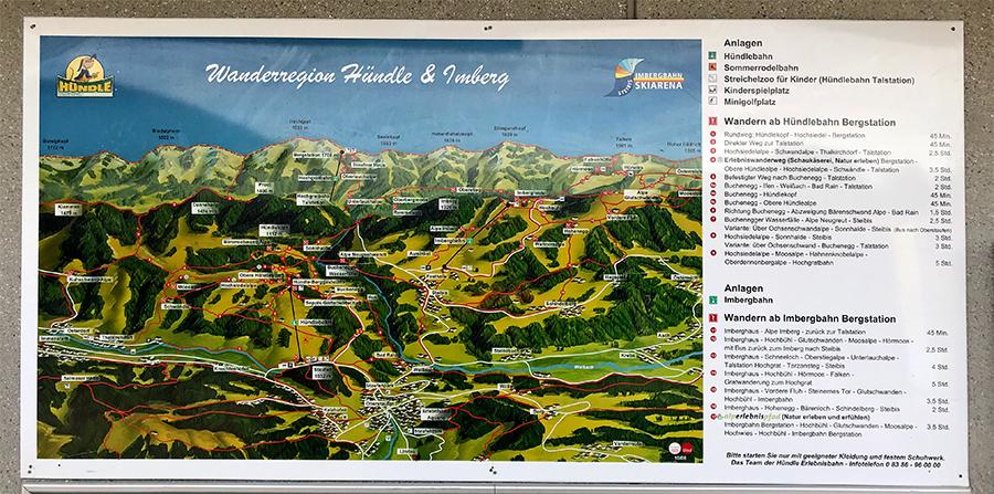 Die Bergbahnen und Wanderwege der Umgebung sind prima beschrieben, entweder wie hier als Plakat oder auch als Broschüren zum mitnehmen!