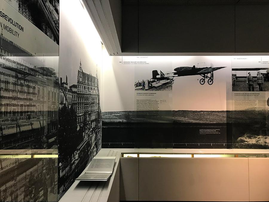 Otto Lilienthal, die Gebrüder Wright, sie alle haben hier ihren Platz. Und auch der deutsche Kaiser zeigt Interesse!