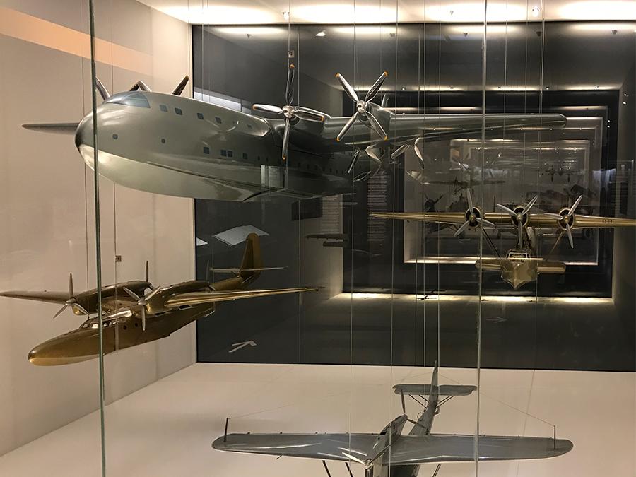 Aber auch das Äußere und vor allem die Konstruktion der Flugzeuge entwickelt sich rasend schnell weiter.