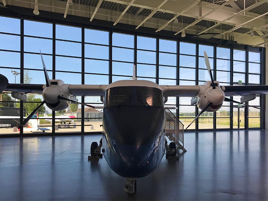 Wenn man so vor einem Flugzeug steht, ist es eigentlich ziemlich unglaublich, dass sich so etwas wirklich in der Luft halten kann.