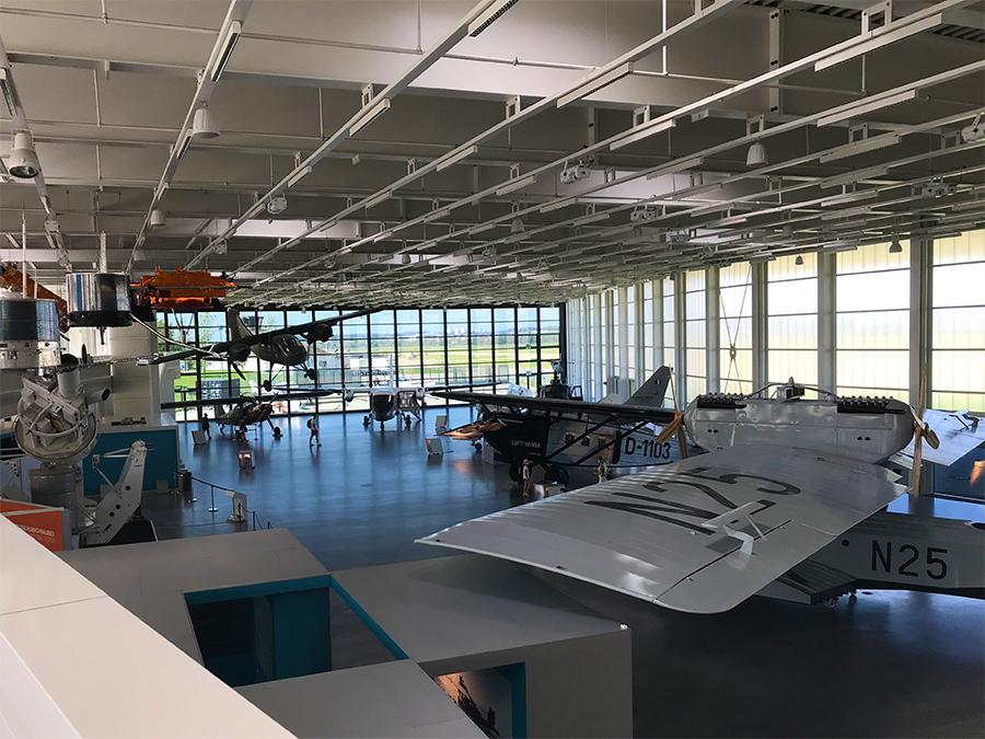 Blick auf den Hangar, die Flugzeughalle des Dornier-Museums, von der oberen Etage.