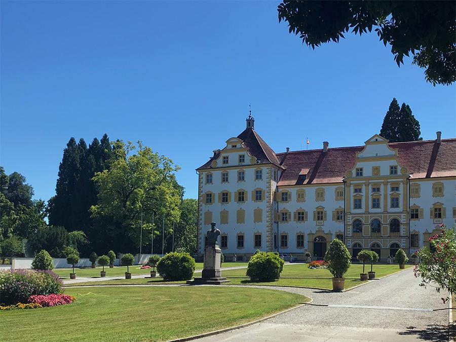 Das hier ist nur die linke Ecke des linken Prälaturgebäudes, in dem sich das Klostermuseum von Kloster und Schloss Salem befindet.