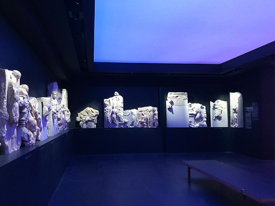 Hier könnt ihr die rekonstruierten Stücke aus dem Großen Fries genauer anschauen.